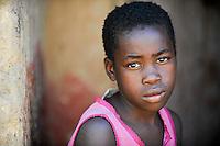 ZAMBIA Ndola township Nkwazig, HIV orphans / SAMBIA Ndola im Copperbelt, township Nkwazig, katholische Kirche betreibt ein Counselling Center fuer Aids Waisen und -kranke, Teresa Mulenga 11 Jahre hat ihre Eltern durch Aids verloren