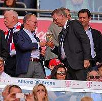 12.05.2018, Football 1. Bundesliga 2017/2018, 34.  match day, FC Bayern Muenchen - VfB Stuttgart, in Allianz-Arena Muenchen. winner ehrung Germanr Meister Bayern Muenchen:  v.li: Vorstandsvorsitzender Karl-Heinz Rummenigge (FC Bayern Muenchen) and DFB-president Reinhard Grindel trinken Sekt auf Ehrentribuene. *** Local Caption *** © pixathlon<br /> <br /> +++ NED + SUI out !!! +++<br /> Contact: +49-40-22 63 02 60 , info@pixathlon.de