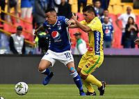 BOGOTÁ - COLOMBIA, 16–02-2019: Santiago Montoya de Millonarios disputa el balón con Kevin Agudelo de Atlético Huila, durante partido de la fecha 5 entre Millonarios y Atlético Huila, por la Liga Águila I 2019, jugado en el estadio Nemesio Camacho El Campín de la ciudad de Bogotá. / Santiago Montoya of Millonarios vies for the ball with Kevin Agudelo of Atletico Huila, during a match of the 5th date between Millonarios and Atletico Huila, for the Aguila Leguaje I 2019 played at the Nemesio Camacho El Campin Stadium in Bogota city, Photo: VizzorImage / Luis Ramírez / Staff.