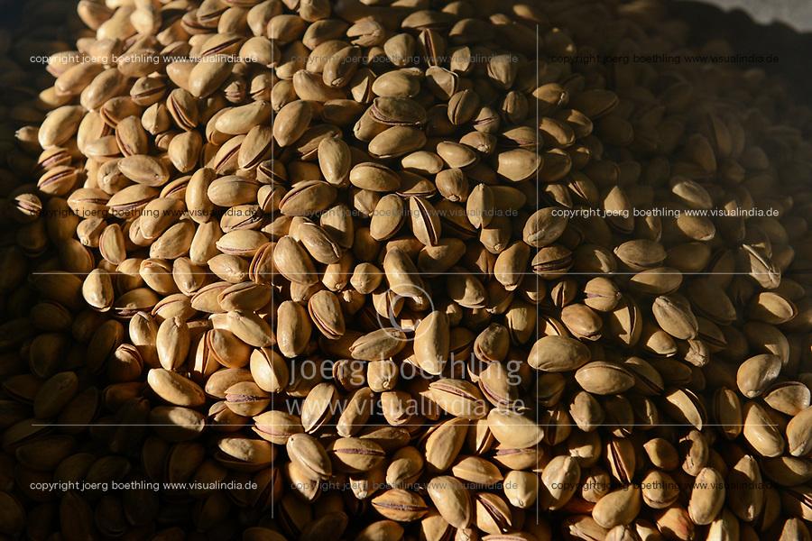TURKEY, Nizip, factory for processing of pistachio after harvest, pistachio are salted and roasted with shell / TUERKEI, Nizip, Fabrik fuer Verarbeitung von Pistazien, die gesalzen und geroestet werden