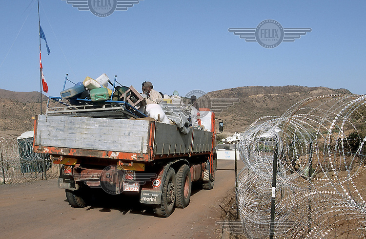 © Stefan Boness / Panos Pictures..Senafe, ERITREA. 22.05.2001..The first truck load of Eritrean refugees returning to the village of Senafe, which was until recently occupied by Ethiopian troops fighting in the war between Eritrea and Ethiopia. The village is inside the Temporary Security Zone, TSZ, controlled by the United Nations peace mission UNMEE.