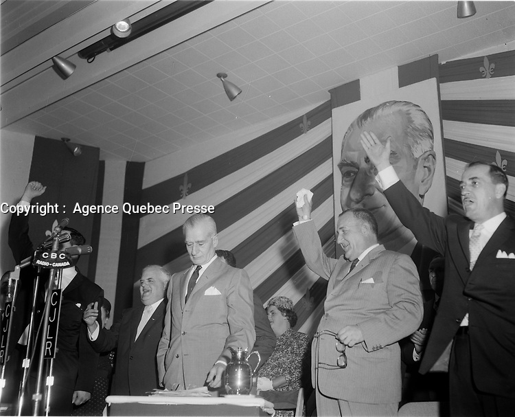 Le Chef de l'union-Nationale Antonio Barrette, lr<br /> 19 juin1960, durant la campagne electorale.<br /> <br /> <br /> <br /> PHOTO :  Agence Quebec Presse