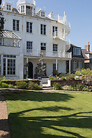 Royaume-Uni, îles Anglo-Normandes, île de Guernesey, Saint Peter Port: Hauteville House, Maison de Victor Hugo, le jardin // United Kingdom, Channel Islands, Guernsey island, Saint Peter Port: Hauteville House, Victor Hugo's home, the garden