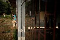 BOGOTA - COLOMBIA, 27-04-2020: Un grupo de aproximadamente 200 ciudadanos venezolanos permanecen en un refugio improvisado a las afueras del norte de la ciudad de Bogotá esperando por ayuda alimentaria, de salud y un transporte para regresar a su país. Hoy es el día 35 de la cuarentena total en el territorio colombiano causada por la pandemia  del Coronavirus, COVID-19. / A group of approximately 200Venezuelans stay in a improvised refugee just outside of the north of Bogota city waiting for a humanitarian help and a transport to return to their country. Today is the day 35 of total quarantine in Colombian territory caused by the Coronavirus pandemic, COVID-19. Photo: VizzorImage / Diego Cuevas / Cont