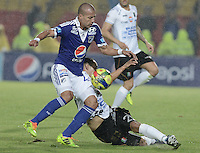 BOGOTÁ -COLOMBIA, 07-12-2013. Juan Esteban Ortiz (Izq.) jugador de Millonarios disputa el balón con Sebastian Puerta (Der.) jugador de Once Caldas durante partido por la fecha 6 de los cuadrangulares finales de la Liga Postobón  II 2013 jugado en el estadio Nemesio Camacho el Campín de la ciudad de Bogotá./ Juan Esteban Ortiz (L) player of Millonarios fights for the ball with Sebastian Puerta (R) player of Once Caldas during match for the 6th date of final quadrangulars of the Postobon  League II 2013 played at Nemesio Camacho El Campin stadium in Bogotá city. Photo: VizzorImage/Gabriel Aponte/STR