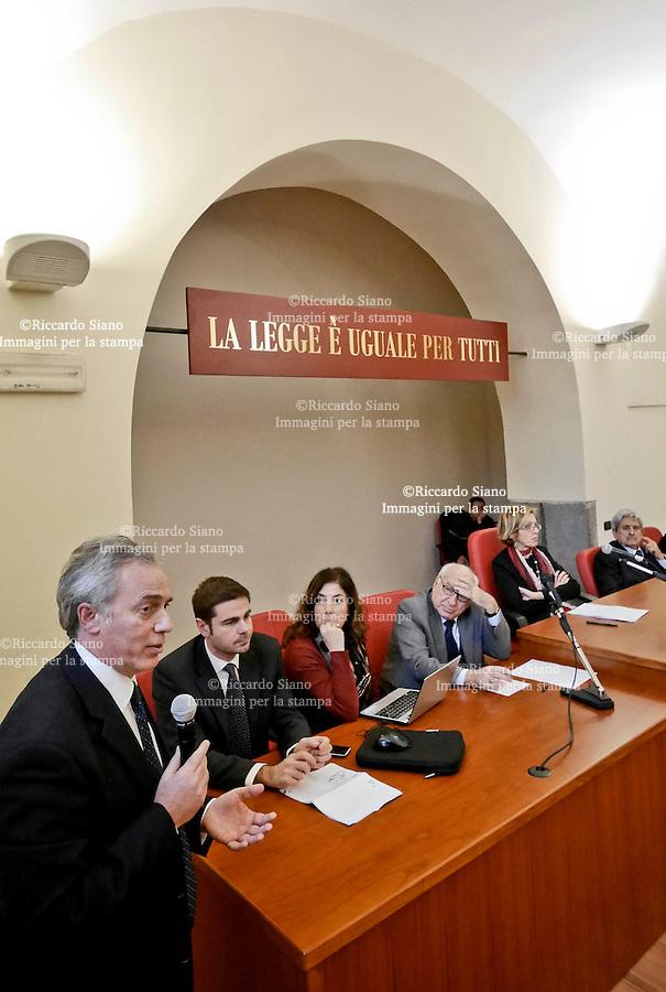 - Aversa 5 FEB   2014 -   Tribunale di Aversa assemblea  Associazione Nazionale Magistrati. Nela foto Il presidente dell'Ordine degli avvocati di Napoli Francesco Caia