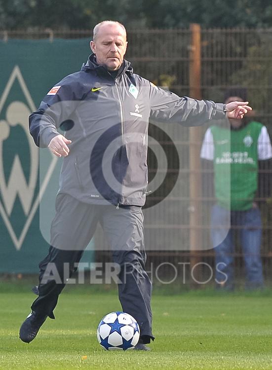 18.10.2010, Trainingsgelaende Werder Bremen, Bremen, GER, 1. FBL, Training Werder Bremen, im Bild Thomas Schaaf (Trainer Werder Bremen)   Foto © nph / Frisch
