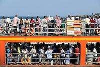 KENYA Mombasa, people cross river by ferry / KENIA Mombasa, Menschen ueberqueren einen Fluss mit einer Faehre