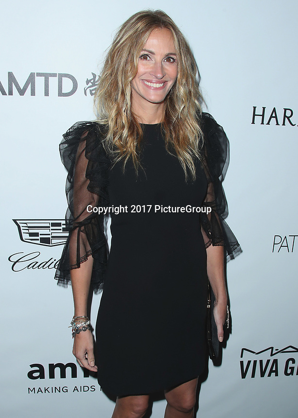 BEVERLY HILLS- OCTOBER 13:  Julia Roberts at amfAR Los Angeles 2017 at Ron Burkleâs Green Acres Estate on October 13, 2017 in Beverly Hills, California. (Photo by Scott Kirkland/PictureGroup)