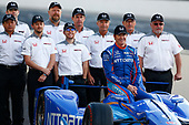 Verizon IndyCar Series<br /> Indianapolis 500 Qualifying<br /> Indianapolis Motor Speedway, Indianapolis, IN USA<br /> Monday 22 May 2017<br /> Scott Dixon, Chip Ganassi Racing Teams Honda poses for front row photos with the Honda engineers<br /> World Copyright: Phillip Abbott<br /> LAT Images<br /> ref: Digital Image abbott_indyQ_0517_21498