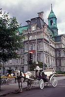 AJ0819, Canada, Quebec, Montreal, Horse drawn carriage parked outside City Hall waiting to take tourists around Vieux Montreal.