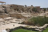 Asie/Israël/Galilée/Césarée: Ruines de Césarée - reste des quais intérieur du port de Sébastos  //  Asia, Israel, Galilee, Caesarea Maritima: The ruins of Caesarea Maritima