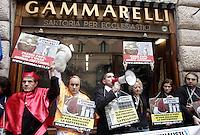 20130308 ROMA-CRONACA: GLI ANIMALISTI CONTRO LA SARTORIA DEL PAPA