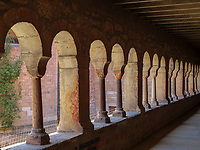 Kreuzgang des Mariendom,  Hildesheim, Niedersachsen, Deutschland, Europa, UNESCO Weltkulturerbe<br /> cloister in Cathedral of St. Mary Hildesheim, Lower Saxony, Germany, Europe, UNESCO Heritage Site