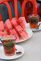 Asie/Israël/Judée/Jérusalem: Pastèque et verre de thé dans un café