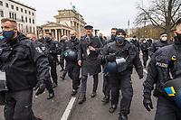 """Sogenannten """"Querdenker"""" sowie verschiedene rechte und rechtsextreme Gruppen hatten fuer den 18. November 2020 zu einer Blockade des Bundestag aufgerufen. Sie wollten damit verhindern, dass es eine Abstimmung ueber das Infektionsschutzgesetz gibt.<br /> Es sollen sich ca. 7.000 Menschen versammelt haben. Sie wurden durch Polizeiabsperrungen daran gehindert zum Reichstagsgebaeude zu gelangen. Sie versammelten sich daraufhin u.a. vor dem Brandenburger Tor.<br /> Im Bild: Der wegen Volksverhetzung vorbestrafte rechtsextreme und antisemitische Videoblogger, Nikolai Nerling, alias Der Volkslehrer wird von der Polizei abgefuehrt.<br /> 18.11.2020, Berlin<br /> Copyright: Christian-Ditsch.de"""