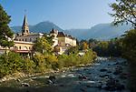 Italien, Suedtirol, Meran: Herbststimmung an der Winterpromenade entlang der Passer | Italy, South-Tyrol, Alto Adige, Merano: autumn scene along Winter Promenade and river Passirio