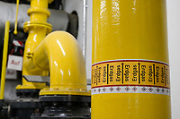 GERMANY, Hamburg, Cogeneration unit for heating and power supply with natural gas / DEUTSCHLAND, Hamburg, BHKW Blockheizkraftwerk, das über Kraft-Wärme-Kopplung eine Siedlung mit Strom und Wärme versorgt, Erdgas Leitung