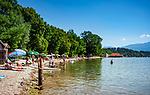 Deutschland, Bayern, Chiemgau, Chieming: Badeort am Ostufer des Chiemsee | Germany, Bavaria, Chiemgau, Chieming: popular resort on the East banks of Lake Chiemsee