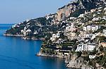 ITA, Italien, Kampanien, Sorrentinische Halbinsel, Amalfikueste: Blick auf den malerischen Kuestenabschnitt zwischen Amalfi und Positano   ITA, Italy, Campania, Sorrento Peninsula, Amalfi Coast: view at picturesque coastline between Amalfi and Positano