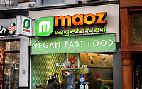 Nederland - Amsterdam -  Februari 2019. MAOZ falafel in de Leidsestraat.  Foto Berlinda van Dam / Hollandse Hoogte
