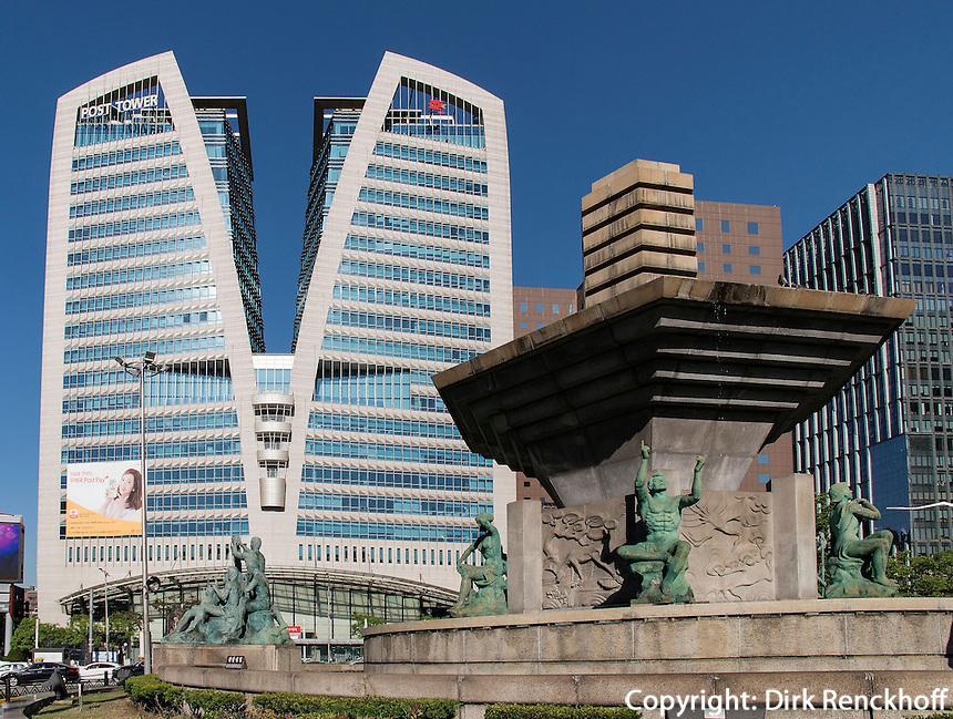 Brunnen vor Hauptpost im Viertel Myeongdong, Seoul, Südkorea, Asien<br /> fountain at main post office  in Myeongdong, Seoul, South Korea, Asia