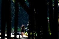 CALI - COLOMBIA, 27-04-2020: Hoy se dió inicio a la reactivación deportiva individual  en la ciudad de Cali durante el día 35 de la cuarentena total en el territorio colombiano causada por la pandemia  del Coronavirus, COVID-19. / Today starts the individual sports revival in Cali City during the day 35 of total quarantine in Colombian territory caused by the Coronavirus pandemic, COVID-19. Photo: VizzorImage / Gabriel Aponte / Staff