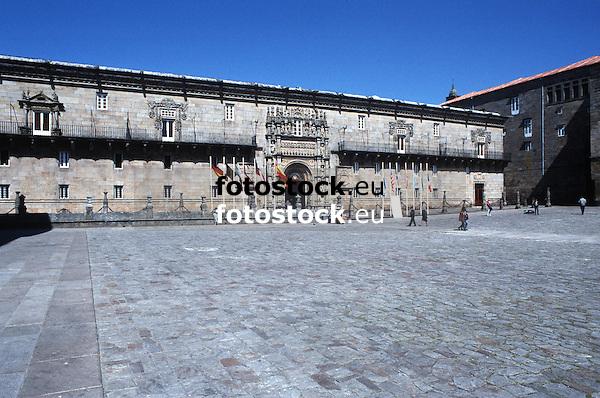 Parador Nacional Hostal de los Reyes Católicos en la Plaza de Obradoiro<br /> <br /> 3861 x 2558 px<br /> Original: 35 mm slide transparency