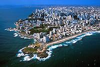 Aérea da cidade de Salvador e Farol da Barra. Bahia. 2001. Foto de Juca Martins.