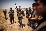 Irak, Juli 2014 - Kurdische Peschmerga Milizen sichern die Grenzen von Kirkuk, Karakosch und anderen Staedten vor den ISIS Terroristen. Eine Gruppe kurdischer Spezialeinheiten trifft sich auf einem Acker vor Kirkuk um Razzien in Doerfern durchzufuehren, in denen ISIS Milizen IEDs und Granaten versteckt haben. Peschmerga General Serhed kommandiert alle Truppen in der Region um Kirkuk.<br /> <br /> Engl.: Asia, Iraq, conflict area, Kurdish Peshmerga militias protecting the borders of Kirkuk, Karakosh and other cities, June 2014
