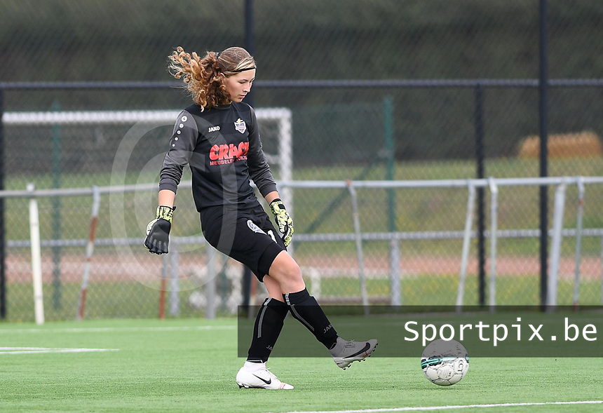 20191005  -  Diksmuide , BELGIUM : FWDM's goalkeeper Britt De Keyzer  pictured during a footballgame between the womensoccer teams from Famkes Westhoek Diksmuide Merkem and KV Mechelen Ladies A , on the 5th matchday in the first division , 1e nationale , in Diksmuide - Belgium - saturday 5th october 2019 . PHOTO DAVID CATRY | Sportpix.be