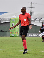 MONTERÍA - COLOMBIA, 23-02-2019: Gustavo Murillo, arbitro durante partido entre Jaguares F. C. y Cúcuta Deportivo de la fecha 6 por la Liga Águila I 2019, en el estadio Jaraguay de Montería de la ciudad de Montería. / Gustavo Murillo, referee <br /> during a match between Jaguares F. C., and Cucuta Deportivo, of the 6th date for the Leguaje Aguila I 2019 at Jaraguay de Montería Stadium in Monteria city. Photo: VizzorImage / Andrés López  / Cont.