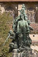 Europe/France/Midi-Pyrénées/46/Lot/Figeac: le monument aux morts de la guerre de 1870 - oeuvre d'Auguste Seysse - sur la  Place de la Raison avec la représentation d'un soldat sénégalais