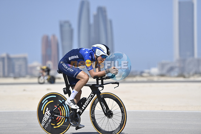 Deceuninck-Quick Step riders recon the stage before the start of Stage 2 of the 2021 UAE Tour running 13km around  Al Hudayriyat Island, Abu Dhabi, UAE. 22nd February 2021.  <br /> Picture: LaPresse/Fabio Ferrari | Cyclefile<br /> <br /> All photos usage must carry mandatory copyright credit (© Cyclefile | LaPresse/Fabio Ferrari)