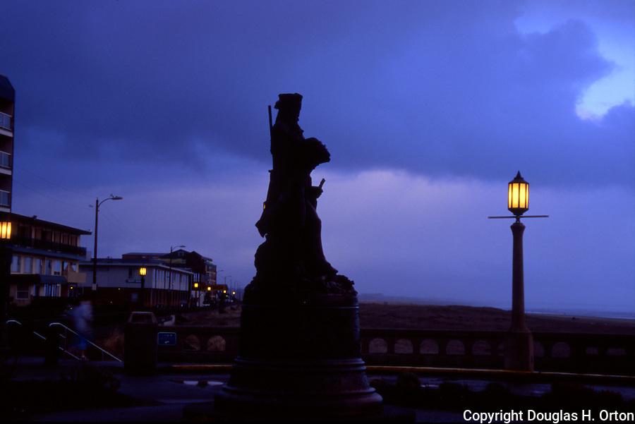 Scene on Oregon Coast, profile of Lewis and Clark statue at Seaside, Oregon