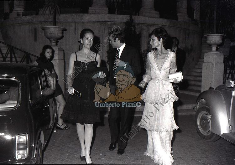 AUDREY HEPBURN CON ANDREA DOTTI<br /> ROMA 1973