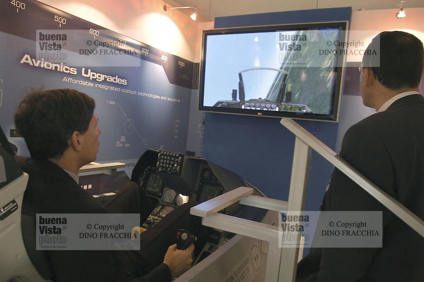 - stand Israeli Aeronautical Industry, flight simulator....- stand industria Aeronautica israeliana, simulatore di volo