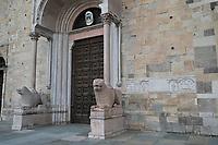 ITALY, Parma, old town/ ITALIEN, Parma, Altstadt, Eingangsportal zum Dom mit Löwen aus Marmor