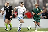 Karen Carney taking the ball over the half way line..Saint Louis Athletica were defeated 1-0 by Chicago Red Stars.