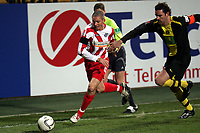 Zweikampf zwischen Leon Andreasen (FSV Mainz 05) und Christoph Metzelder (Borussia Dortmund)