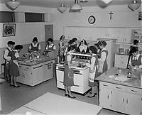 Education donnee par des religieux,<br /> Janvier 1960, au Quebec<br /> <br /> PHOTO  : Agence Quebec Presse - Lefaivre & desroches