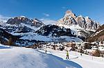 Italy, South Tyrol, Trentino - Alto Adige, Dolomites, Corvara in Badia: popular wintersport resort and Gruppo del Puez mountains | Italien, Suedtirol, Dolomiten, Gadertal, Corvara: beliebter Wintersportort vor Puez-Gruppe