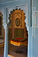 A SWING CHAIR in the ZENANA MAHAL or ROYAL HAREM was build in 1620 and housed up to 1150 women in the CITY PALACE of UDAIPUR  - RAJASTHAN, INDIA
