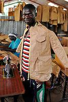 KENIA Turkana Region, refugee camp Kakuma, vocational training, tailoring course / Fluechtlingslager Kakuma, Berufsausbildung fuer Fluechtlinge