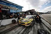 #57 Heinricher Racing w/Meyer Shank Racing Acura NSX GT3, GTD: Katherine Legge, Christina Nielsen, Bia Figueiredo, pit stop
