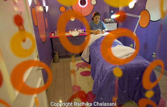 SAN ANTONIO, TEXAS-MARCH 25: Madison (10) relaxes during her first facial at Spaaht, the kids-only spa, at the Hyatt Regency Hill Country Resort, March 25, 2005 in San Antonio. When Madison first saw the spa she thought it was a dream come true. The spa uses a special product line for pre-teen and teen skin. The spa is one of a growing number across the U.S. catering to the teen and pre-teen age group and offers massages (40 USD), facials (40 USD), glitter manicures (30 USD), pedicures (35 USD) and hair braiding (3.50 USD/braid).(Photo by Radhika Chalasani)