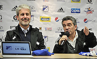BOGOTA - COLOMBIA- 18-12-2013: Juan Carlos Saldarriaga, (Izq,)  Presidente Ejecutivo  de Millonarios y Juan Manuel Lillo (Der.) director técnico de Millonarios, durante rueda de prensa en el Estadio Nemesio Camacho El Campin. / Juan Carlo Saldarriaga (L),  Executive Chairman of Millonarios and Juan Manuel Lillo (R), coach of Millonarios during a press conference at Estadio Nemesio Camacho El Campin. Photo: VizzorImage / Luis Ramirez / Staff