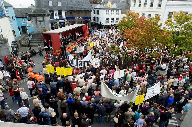 Hospital protest Ennis.Pic Arthur Ellis.........