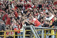 BOGOTÁ -COLOMBIA, 16-11-2014. Seguidores de Santa Fe gritan durante el encuentro entre Independiente Santa Fe y Atlético Nacional por la fecha 1 de los cuadrangulares finales de la Liga Postobón II 2014 jugado en el estadio Nemesio Camacho El Campín de la ciudad de Bogotá./ Followers of Santa Fe shout during the match between Independiente Santa Fe and Atletico Nacional for the first date of the final quadrangular of the Postobon League II 2014 played at Nemesio Camacho El Campin stadium in Bogotá city. Photo: VizzorImage/ Gabriel Aponte / Staff