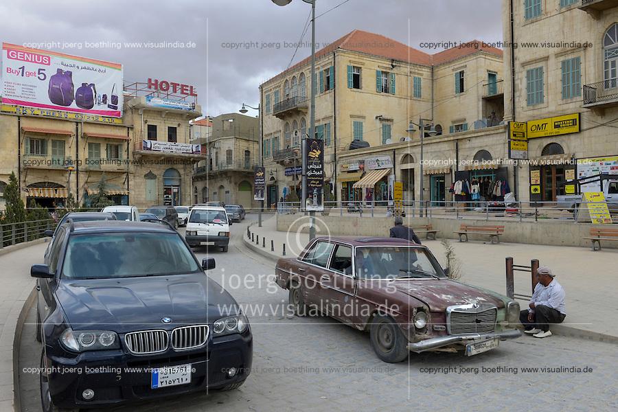 LEBANON Baalbek in Beqaa valley, old town, new BMW SUV car and old Mercedes Benz / LIBANON Baalbek in der Bekaa Ebene, Altstadt